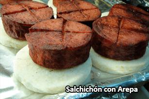 Salchichón con Arepa - Pan Caliente